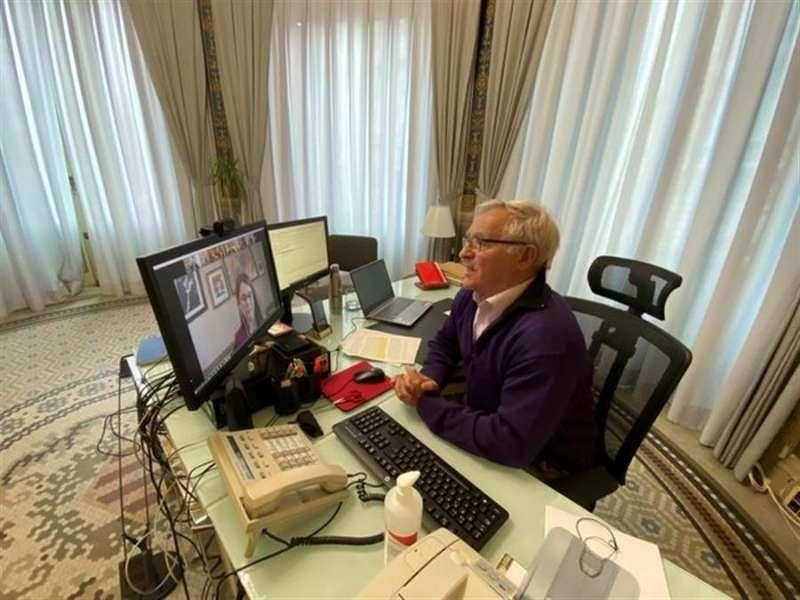 El alcalde de València, Joan Ribó, realiza una conexión telemática, en una imagen difundida por el Ayuntamiento valenciano.