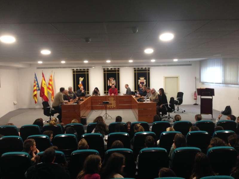 Pleno infantil en el salón de plenos de Canet. EPDA