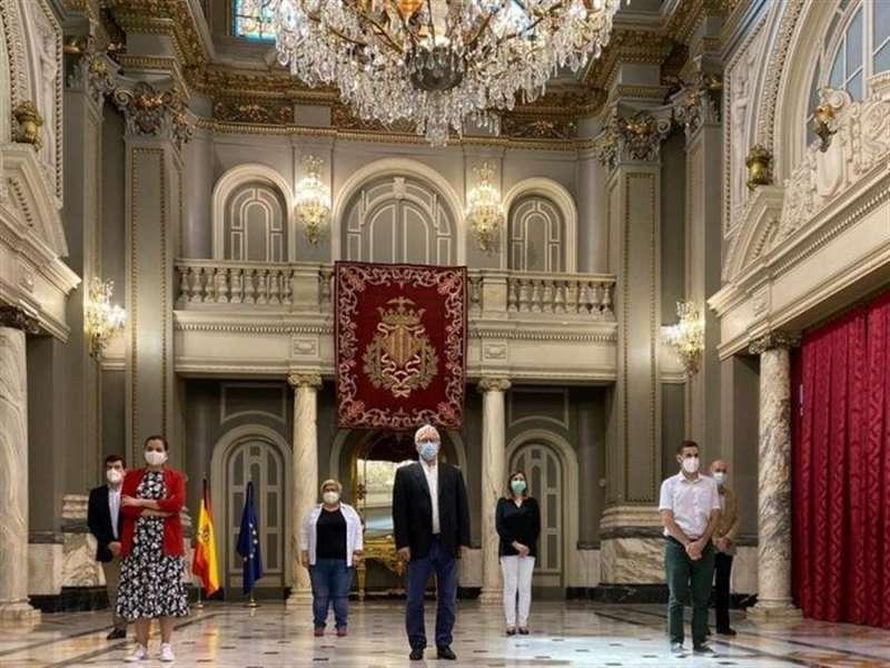 Minuto de silencio por las víctimas de la COVID-19 hoy en el Ayuntamiento de València