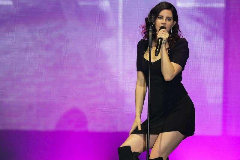 La cantante estadounidense Lana del Rey durante un concierto hoy. EFE/Archivo