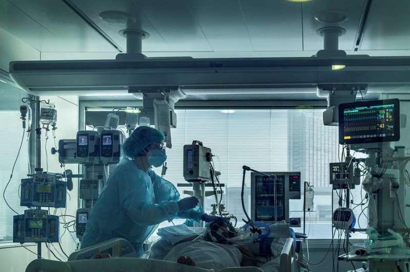 Un paciente usando un respirador. EPDA
