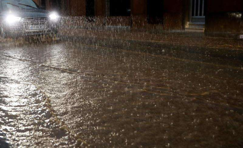 Lluvia intensa en València y área metropolitana. EFE