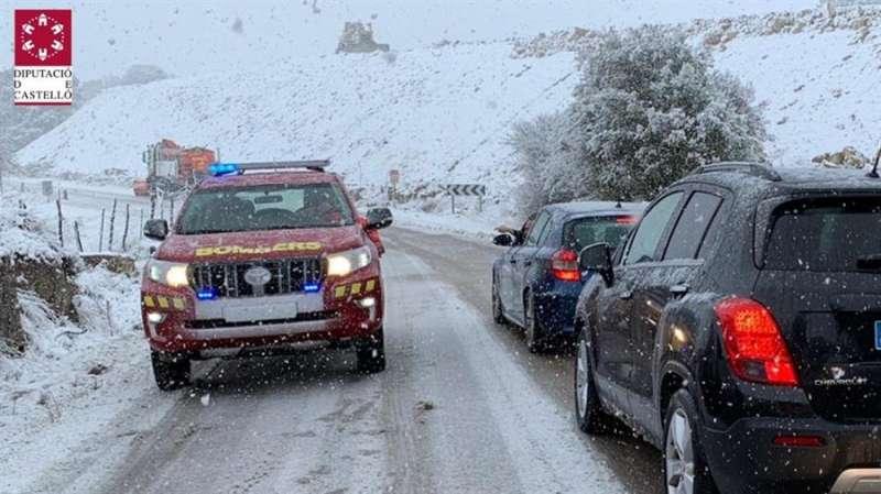 Imagen de la actuación de los bomberos publicada por la Diputación de Castellón en su cuenta de Twitter. EFE