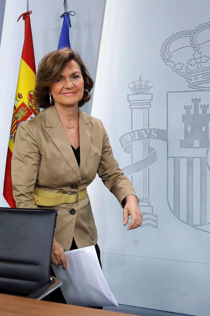 La vicepresidenta del Gobierno y ministra de Igualdad en funciones, Carmen Calvo, este viernes, a su llegada a la rueda de prensa que ha ofrecido tras la reunión del Consejo de Ministros. EFE/ Juan Carlos Hidalgo