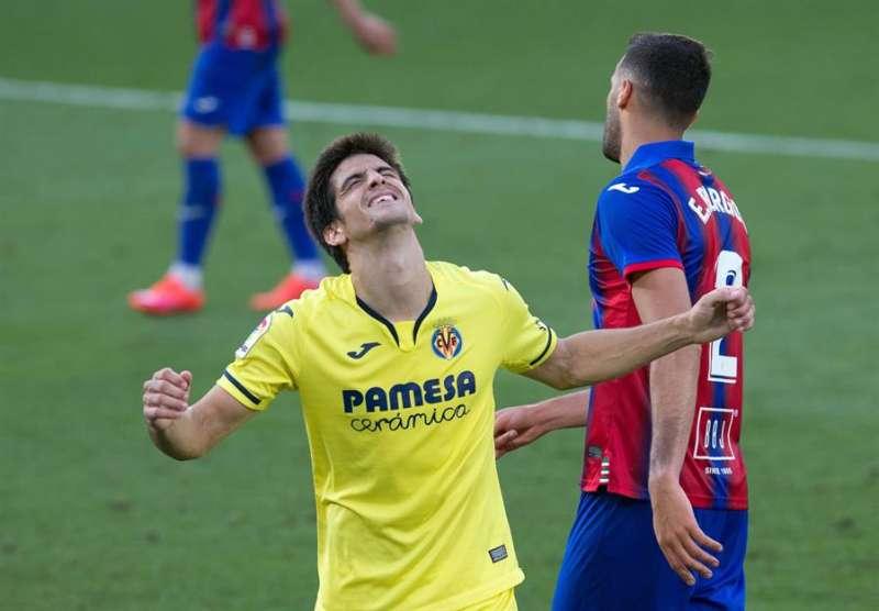 El jugador del Villarreal, Gerard Moreno, tras marcar ante el Eibar durante el encuentro jugado por ambos equipos correspondiente a la última jornada de LaLiga Santander en el estadio de la Cerámica (Villarreal).EFE/ Domenech Castelló