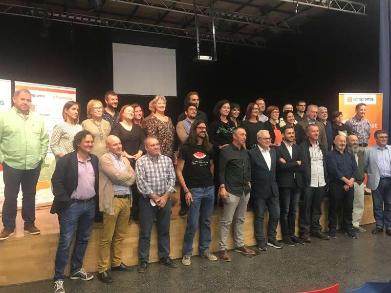 Foto de família amb alcaldes i regidors de l