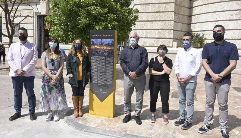 Monolito al 15M en la Plaza del Ayuntamiento en Valencia. EPDA