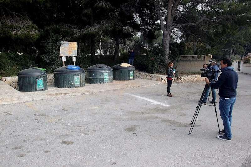 Zona de contenedores soterrados de la calle M�stoles de Moraira d�nde ha sido encontrado el cad�ver de la mujer. EFE