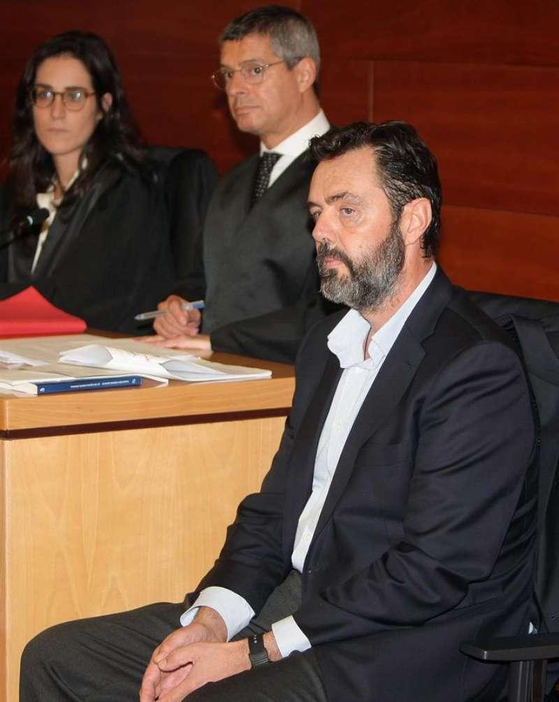 Miguel López en el banquillo. EFE/Morell