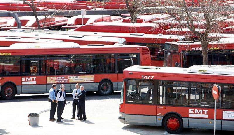 Flota de autobuses de la Empresa Municipal de Transportes (EMT) de Valencia. EFE/Archivo