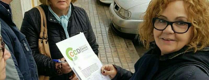 Recogida de firmas en Manises por el CCD. EPDA