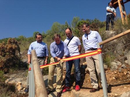 Visita del conseller y el alcalde de Chulilla a las infraestructuras de turismo del municipio. Foto: EPDA