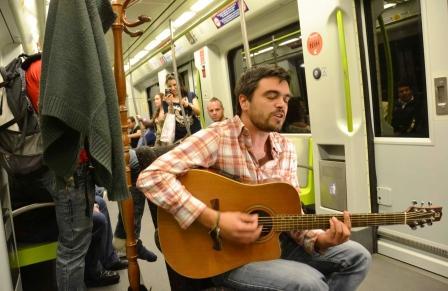 Actuación musical en la estación de Colón de Metrovalencia. Foto EPDA