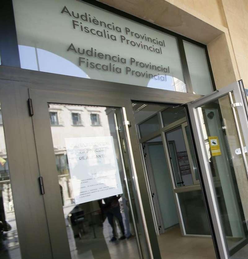 Acceso a la Audiencia Provincial de Alicante. EFE/Archivo
