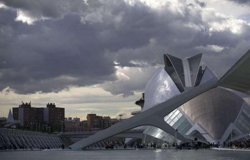 Vista del Palau de les Arts y el Hemisféric de la Ciudad de las Artes de Valencia. EFE/Manuel Bruque/Archivo