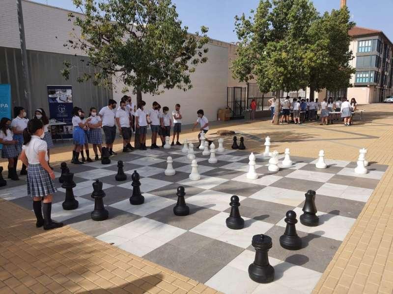 Finales en el ajedrez gigante