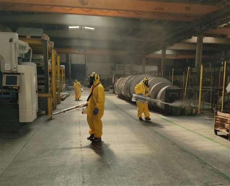 Operarios de Cleanity trabajando en la desinfecci�n de una industria, en una imagen difundida por la empresa. / EFE