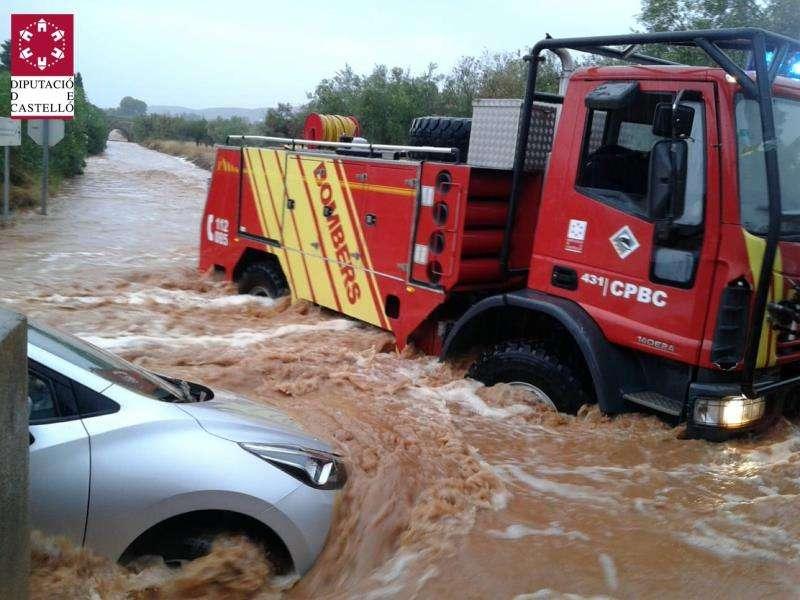 Imagen de uno de los rescates por las lluvias en Benicarló. EFE/SIAB