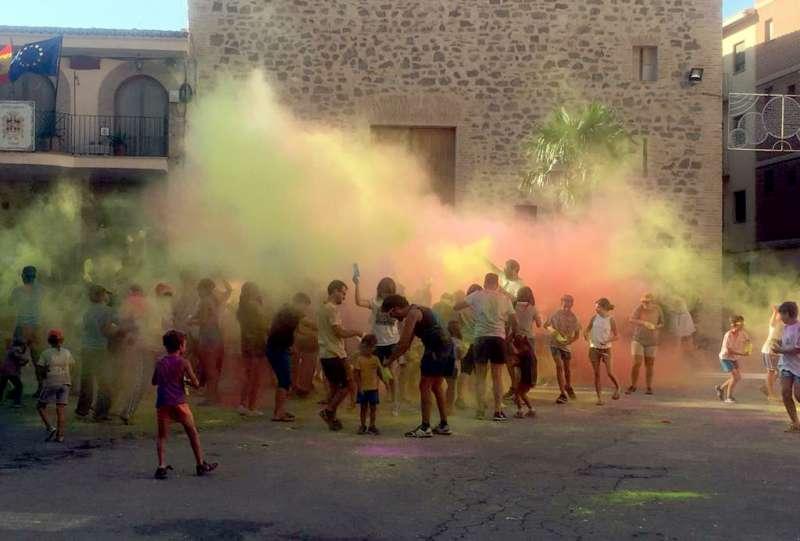 Colores y deporte en Torás. Foto: M.C.Calpe