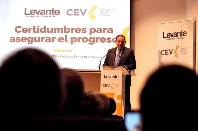 El ministro de Fomento en funciones, José Luis Ábalos, durante su intervención en la Confederación Empresarial Valenciana (CEV). EFE