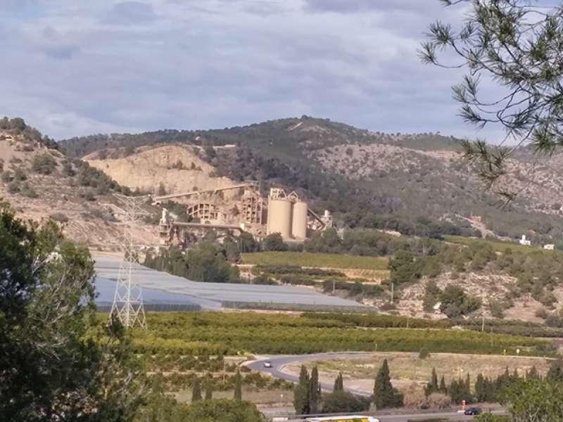 Imagen de la cantera de Lafarge en la montaña de Romeu de Sagunt. EPDA
