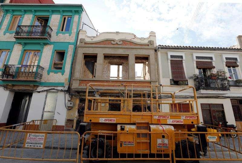 Imagen de la rehabilitación de varias viviendas en el Cabanyal. EFE/J.C. Cárdenas
