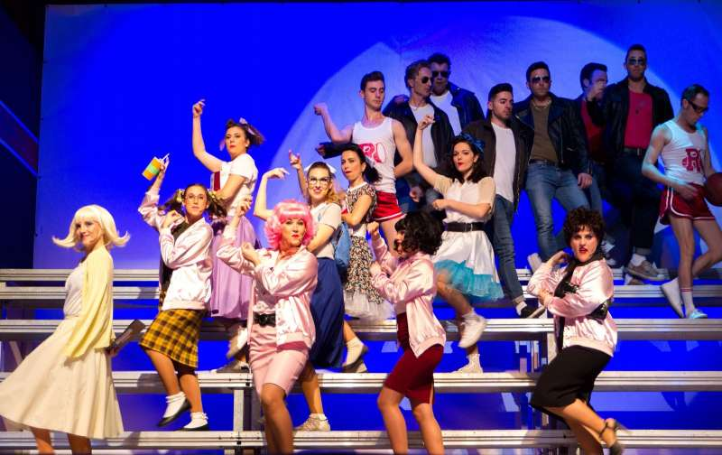 Casinos: Espectacular triunfo del Musical  Grease, por el Grupo Artístico de la Unión Musical Casinense