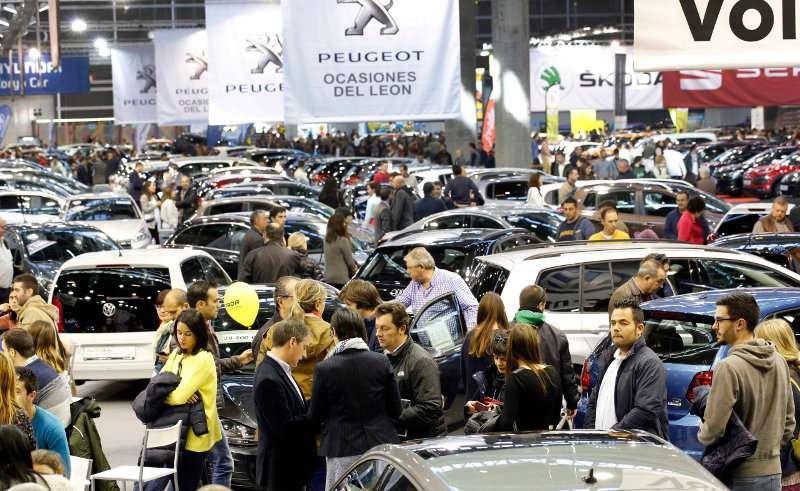 Panorámica de la Feria del Automóvil que ha registrado una gran afluencia