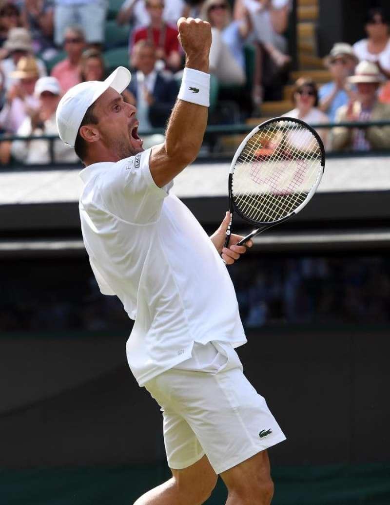 El castellonense Roberto Bautista celebra su clasificación para las semifinales de Wimbledon.