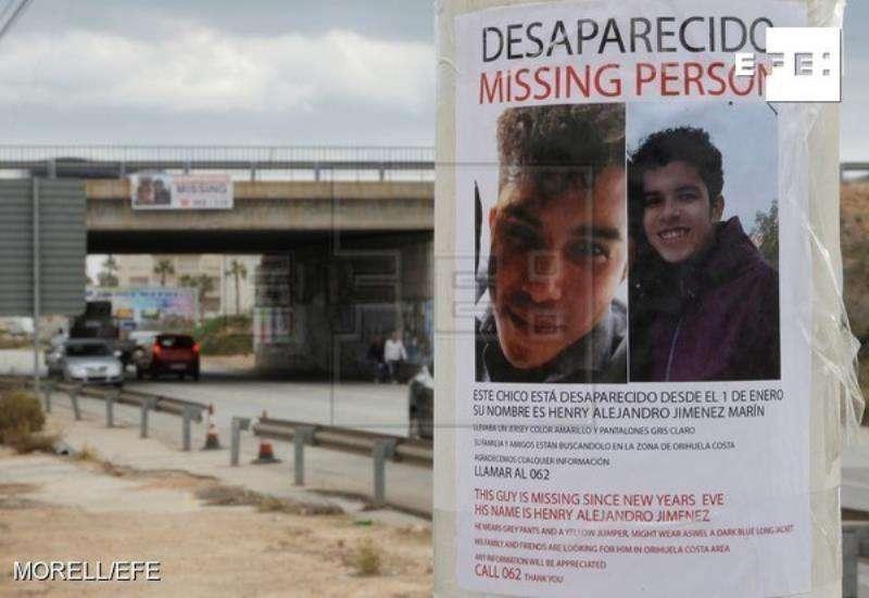 Detalle de un cartel del joven de origen colombiano de 20 años desaparecido el pasado 1 de enero en Orihuela Costa (Alicante) después de abandonar su vivienda por una disputa con su compañero de piso, cuyos familiares y amigos prosiguen con la búsqueda. EFE