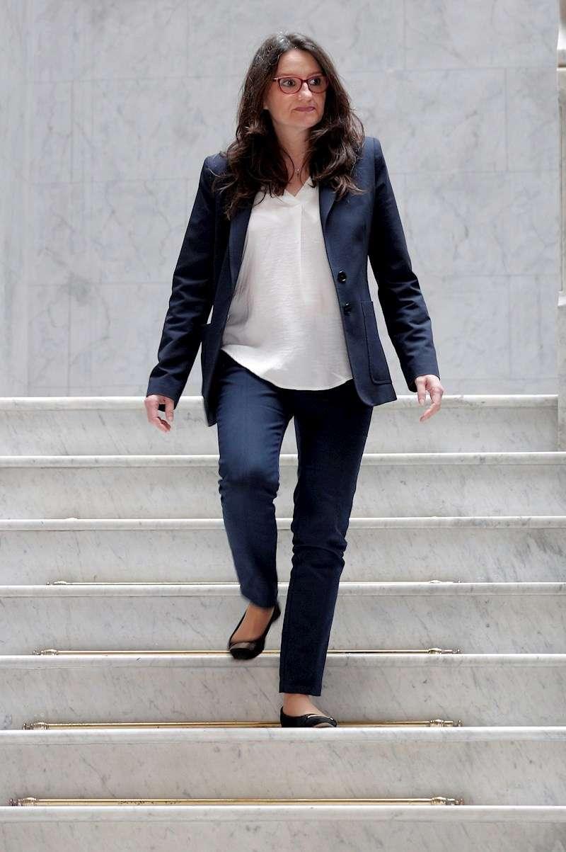 La vicepresidenta del Consell, Mónica Oltra, a su llegada a la rueda de prensa tras la reunión semanal del Gobierno valenciano. EFE