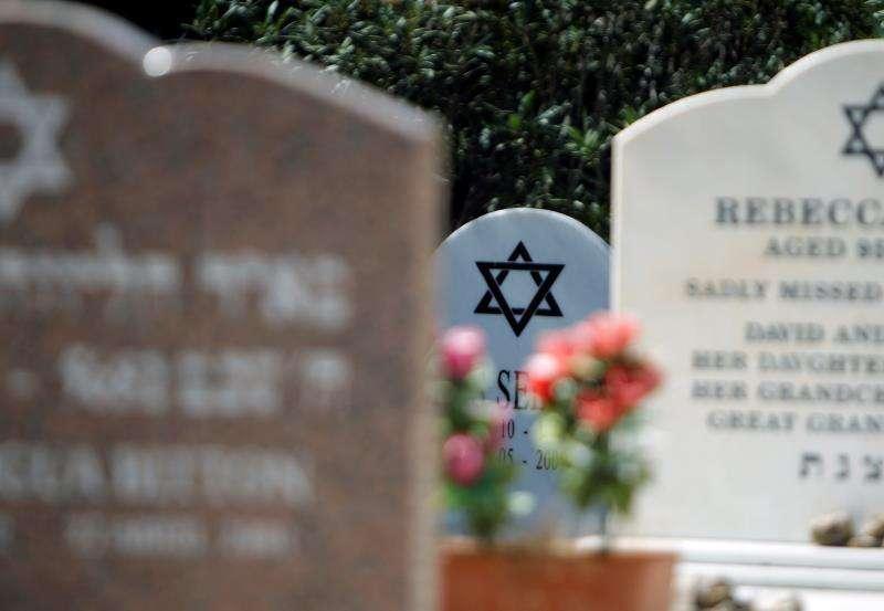 Imagen de lápidas del cementerio judío de Benidorm. EFE