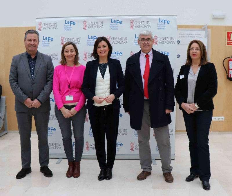La consellera de Sanidad Universal y Salud Pública y el director general de Recursos Humanos y Económicos en La Fe de València. EPDA