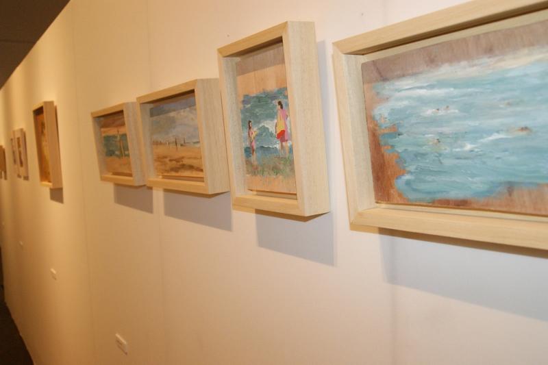 Detalle de algunos cuadros de la exposición (EPDA)