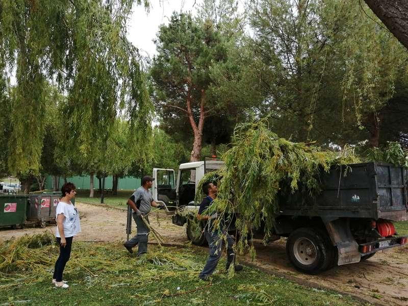 El Ayuntamiento de Utiel amplia las brigadas de limpieza tras la intensa tormenta de ayer