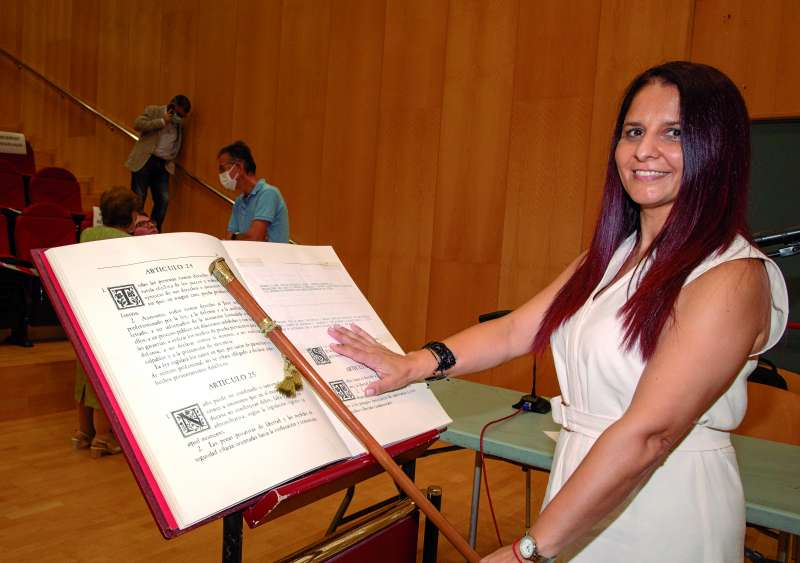 La alcaldesa de Bonrepòs i Mirambell, Raquel Ramiro, en la ceremonia de investidura. / Elvira Folguerà