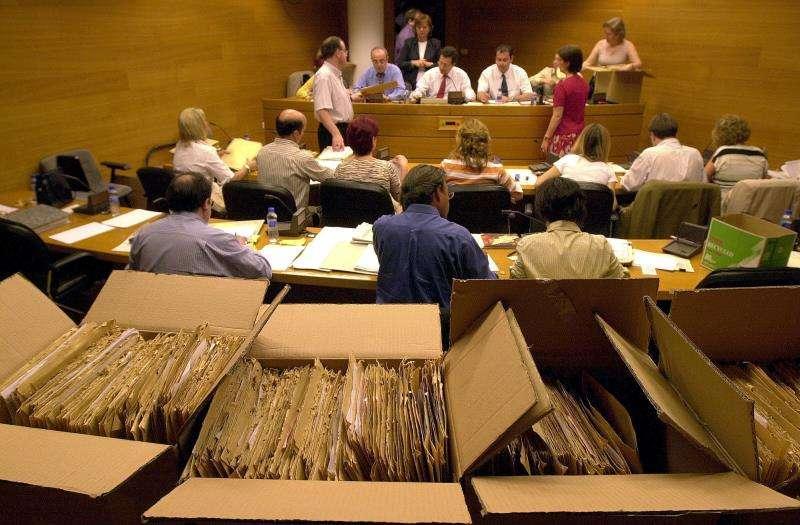 Los miembros de la Junta Electoral provincial de Valencia en un recuento de . EFE/Archivo