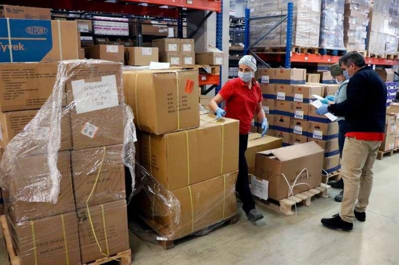 Imagen del reparto del material llegado de China. EFE/Generalitat