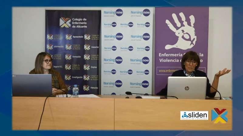 Mercedes Ferro Montiu, vicepresidenta de la Asociación Nacional de Directivos de Enfermería (ANDE) (derecha), y María Remedios Yáñez, vocal del Colegio y coordinadora de la Escuela de Liderazgo del Colegio (izquierda).
