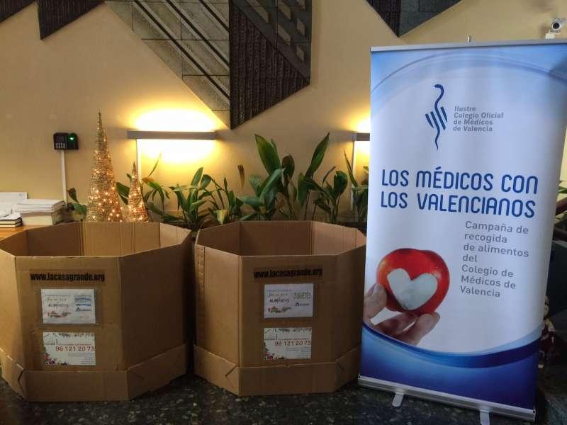 El Ilustre Colegio Oficial de Médicos de Valencia (ICOMV) detalla que ha instalado en su hall principal dos grandes contenedores para la recolección de comida y juguetes
