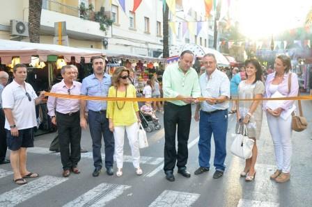 El alcalde de Paiporta, Vicente Ibor, inaugurando el Mercado. FOTO: EPDA.