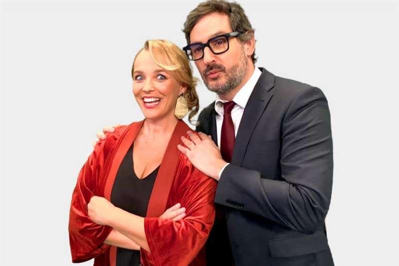 Los periodistas Carolina Ferre y Eugeny Alemany presentarán por tercer año consecutivo las campanadas en À Punt. EFE/ÀPuntMedia