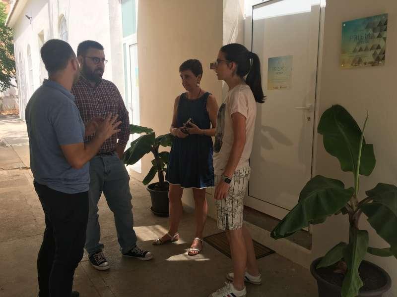 El concejal de Servicios Sociales, ha visitado las instalaciones junto a la técnico de Derechos Sociales, Mª José Solera,