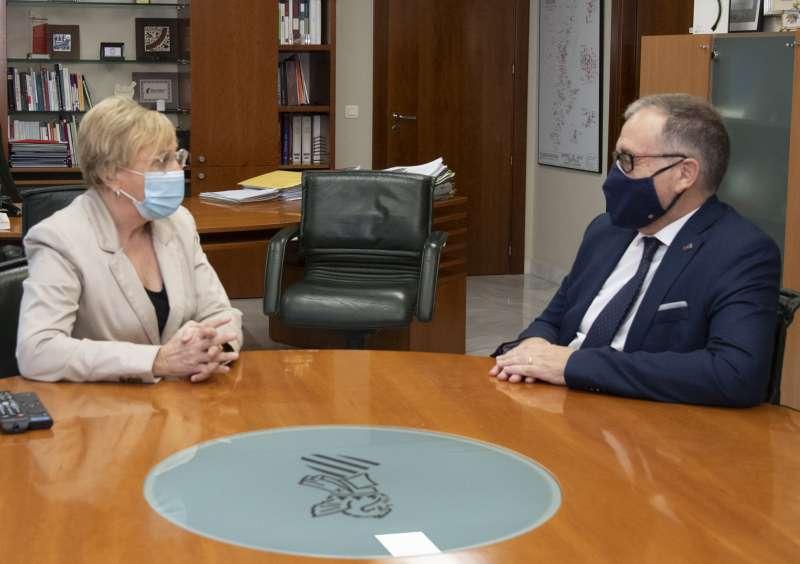 El presidente de la Diputación con la consellera de Sanidad