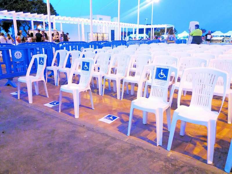 Fila reservada para usuarios en sillas de ruedas y sus acompañantes. EPDA