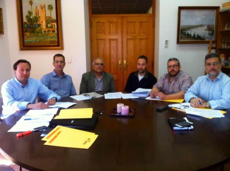 El presidente de AEMON, los vicepresidentes en reunión la semana pasada con los concejales Sebastián Sánchez y Vicent Conejero.