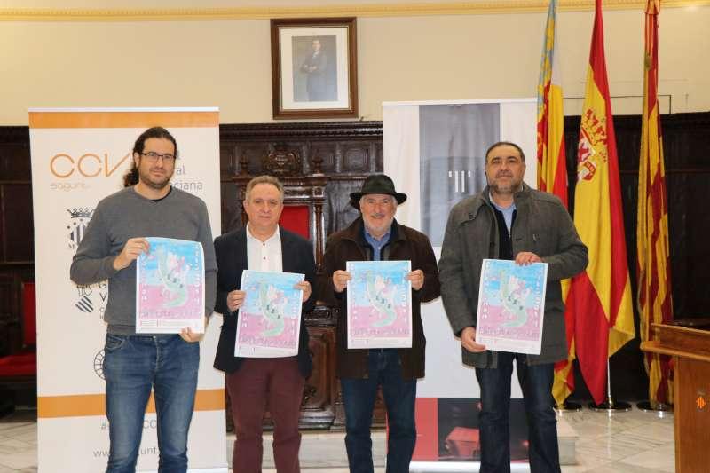 El edil de Juventud con los representantes de las tres compañías teatrales que participarán en la Cabalgata de Reyes de Sagunt y del Port. EPDA