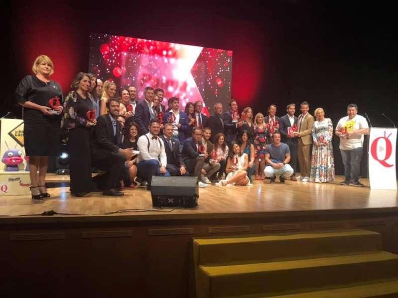 Foto de familia de los galardonados en el auditorio de Canet. ELVIRA FOLGUERÀ