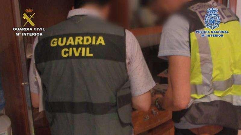 Dos agentes de la Guardia Civil. EFE/Guardia Civil