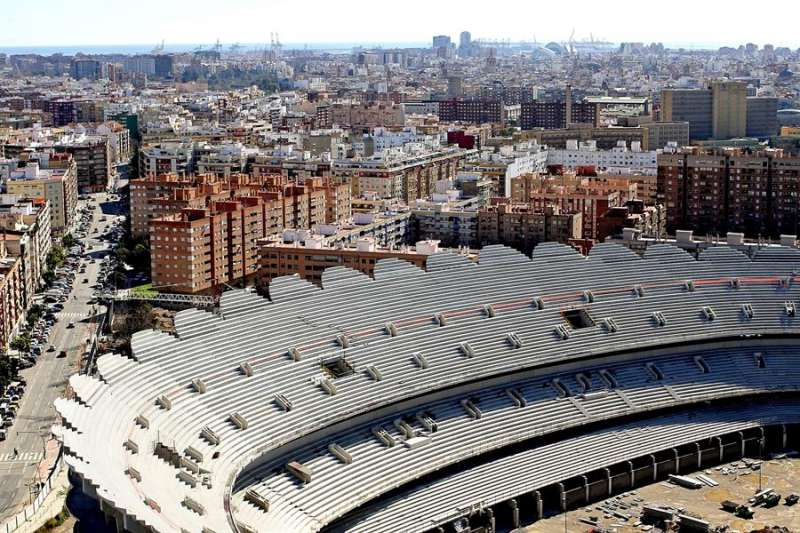 Vista aérea del nuevo campo de Mestalla, cuyas obras dieron comienzo en agosto de 2007. EFE/ Manuel Bruque/Archivo
